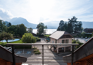 Talloires, 2 bedrooms apartment facing the lake !